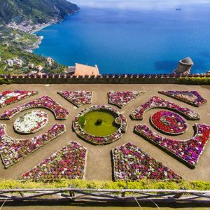 градина с изглед към морето