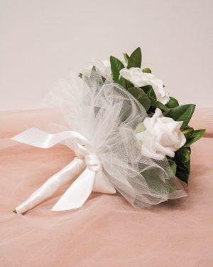 Булчински букет с бели рози