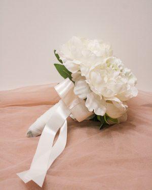Булчински букет в бяло