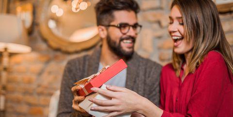 Идеи за подаръци към любим човек