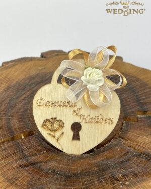 Подаръче дървено катинарче